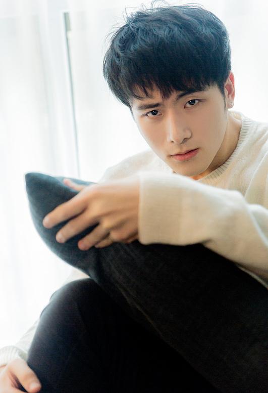 esee 刘易正   潜力十足的魅力型男
