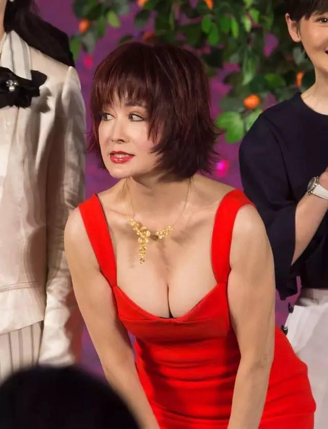 承认李小璐曹颖式变脸有多难 为什么不能优雅地老去?