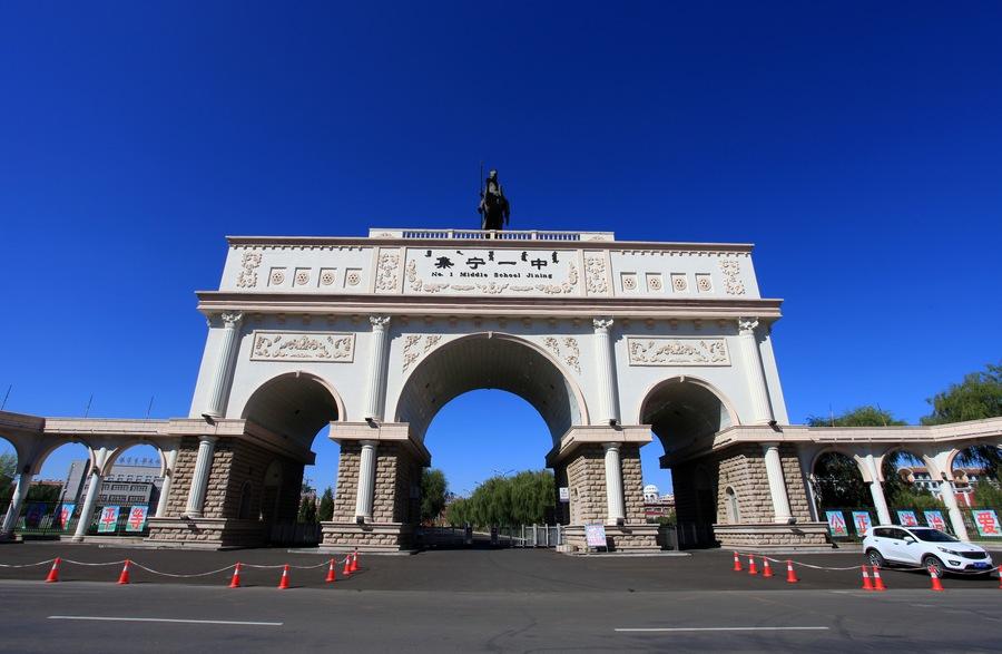 内蒙古这所全区最大的万人高中,比很多高校更漂亮