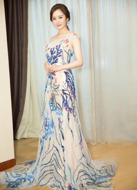 女星礼服照大盘点,柳岩最性感,赵丽颖却略显心酸