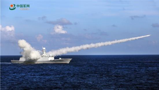 军事 正文  【美国巡洋舰在南海巡航时遭到中国军舰跟踪监视】 2016年