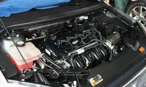 高速行车中发现发动机水温高超过红线,该怎么做图片
