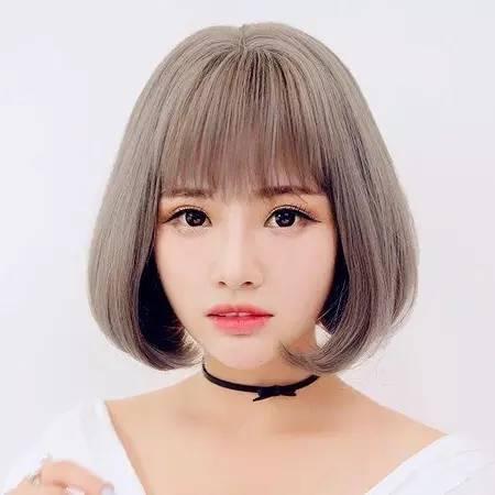 虽然短发很风靡,但是还是有很多美眉对长发情有独钟,长发内扣发型会图片