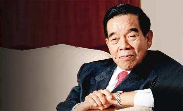 7亿接手吴长江股权,第一天就赚了5600万!揭秘香港郑裕彤家族背后的20