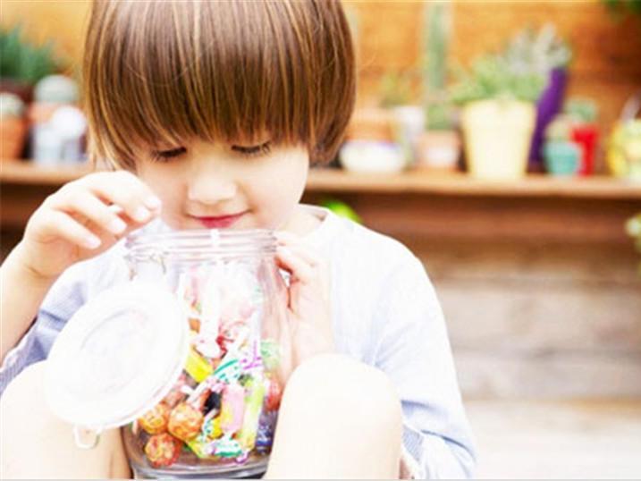 """爱吃糖的宝宝竟不蛀牙,只因做对这件事"""""""