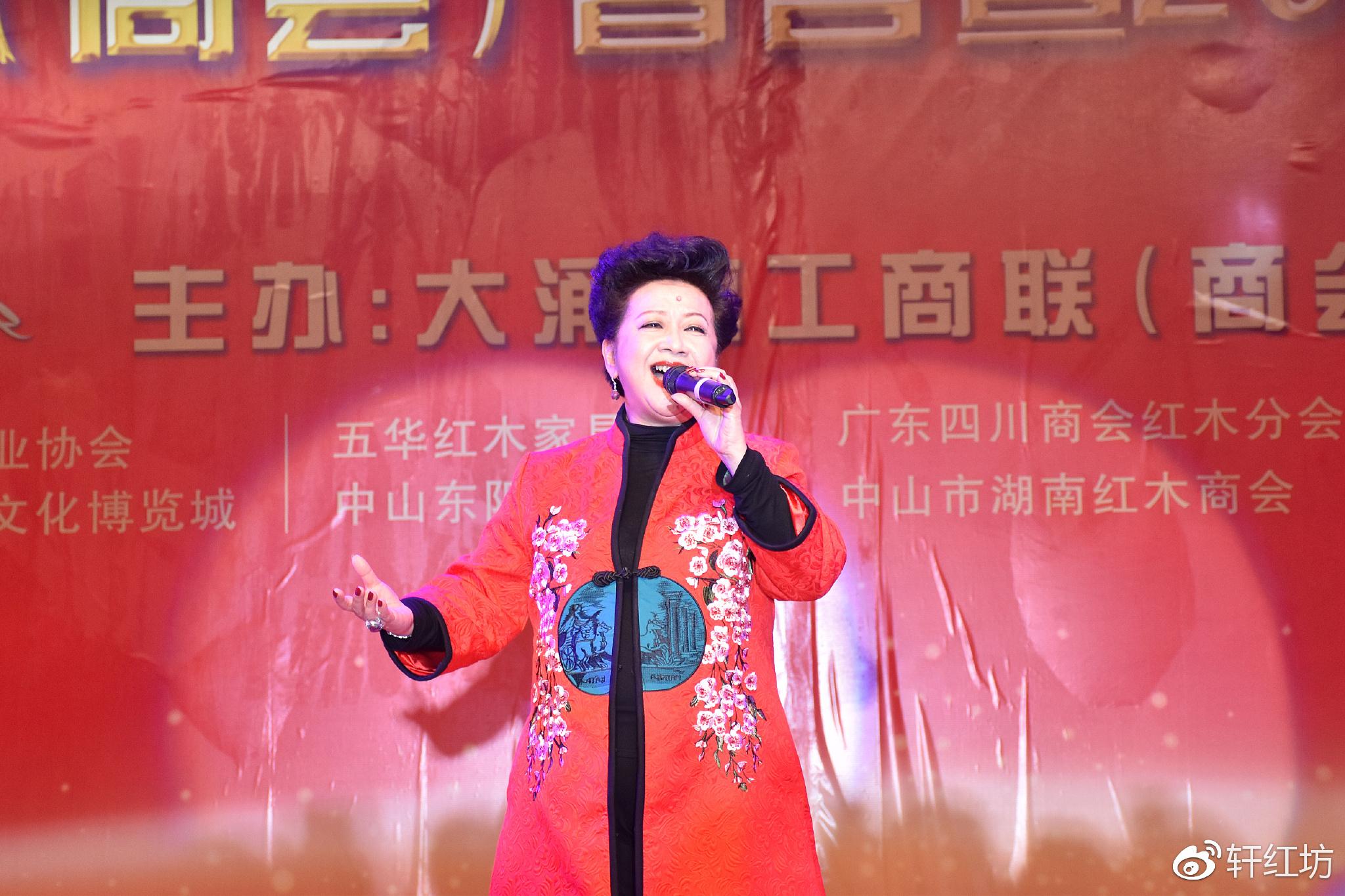 香港钟欣潼 阿娇 献唱中山工商联2017红博城晚会