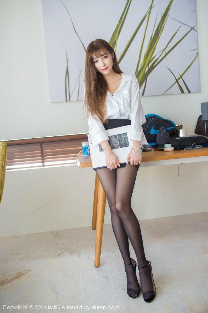 黑丝美女秘书长腿写真图片
