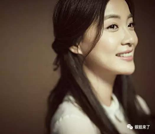 徐翠翠饰陆露,更实际的一个女孩,她知道自己要的是什么,所以才会放弃