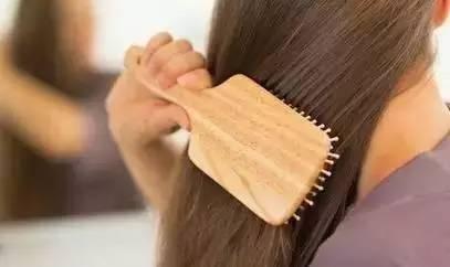 每天梳头100下可美发健脑?科学护脑记住这三招