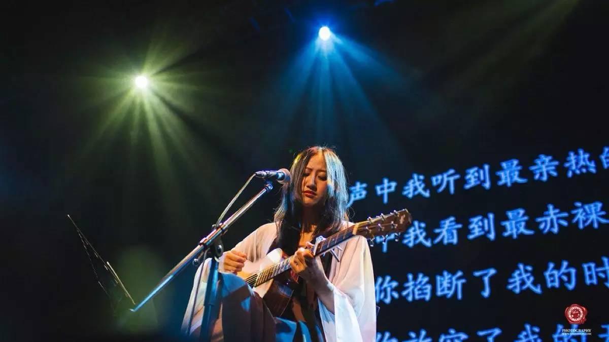 王莉-汤非现场一曲《胡琴说》歌声别致动听,旋律让人充满回忆!