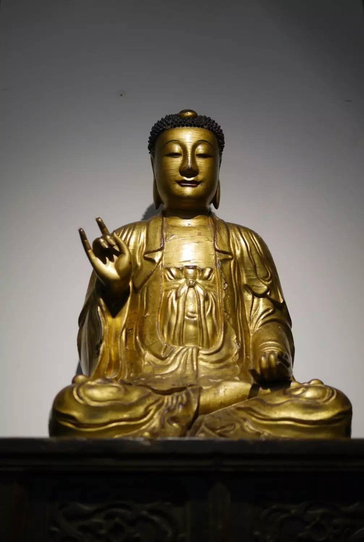 中国古代贴金佛像雕塑