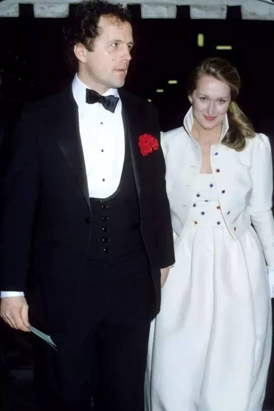 这个女魔头怼总统、拿影后、嫁给爱情38年,67岁