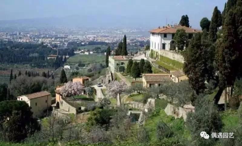 菲埃索洛庄园完全摆脱了中世纪城堡庄园风格的困扰,使美第奇式园林图片