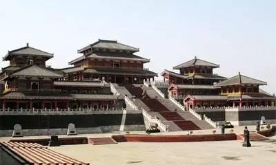 取十字轴线对称组合,尺度巨大,形象突出 汉代祭祀建筑遗址 魏晋南北朝图片