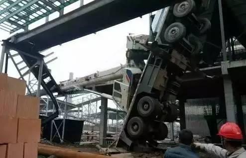 塔吊司机加班图片