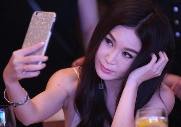 性sheng活影片裸体zuoai_做太妹,拍三级片,年近半百的她活成了妖精