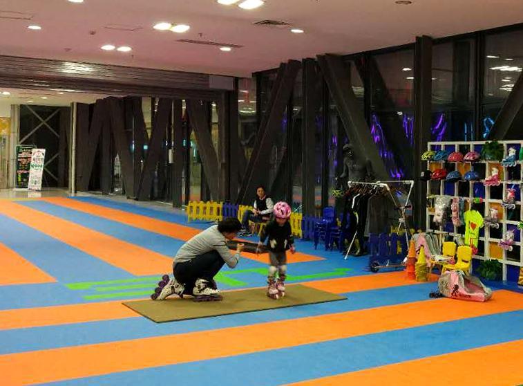轮滑好去处 郑州首个超200平米室内轮滑教学场开业