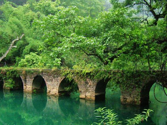 贵州黄果树瀑布+小七孔+西江苗寨5日游-悠游旅游网