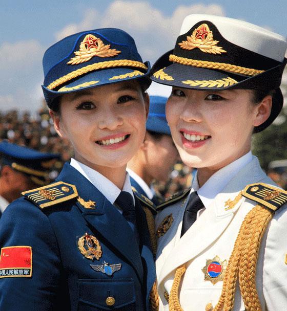 有的执大国长剑,有的在仪仗队展露风采……这些坚守战位的中国女军人