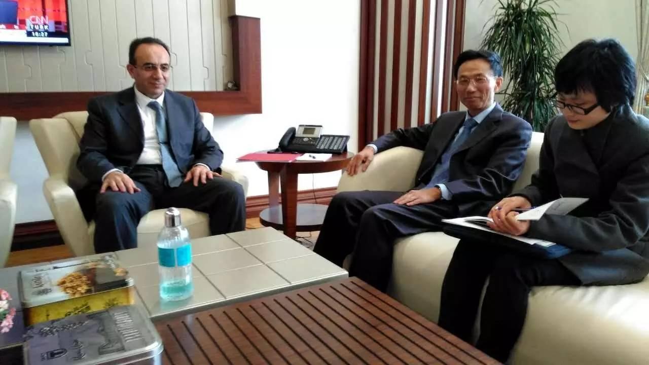 郁红阳大使会见土财政部、国库署高级别官员