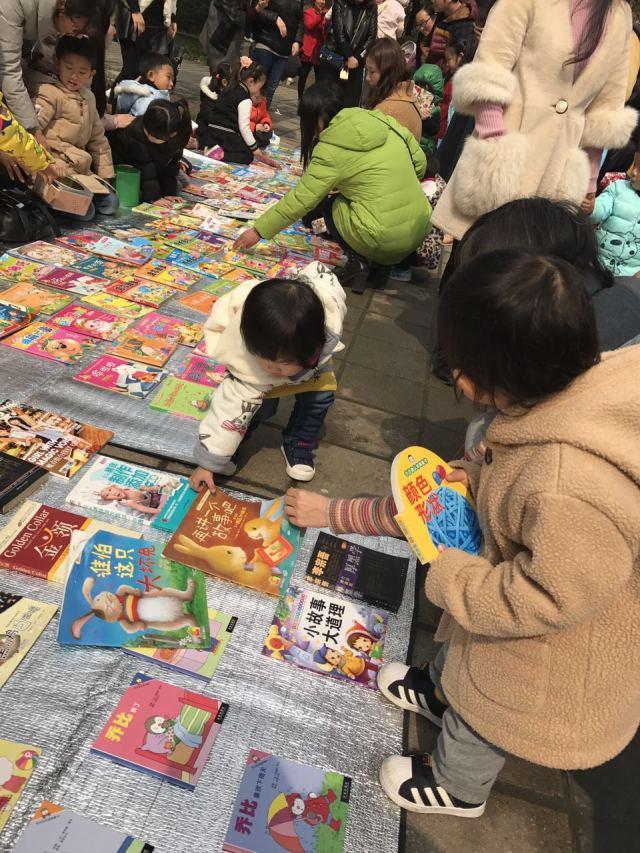 为地球增添一份绿色,还孩子一片蓝天 星晨幼儿园环保义卖活动图片