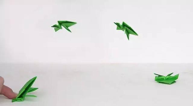亲子手工之跳跳青蛙折纸,一起追寻童年乐趣