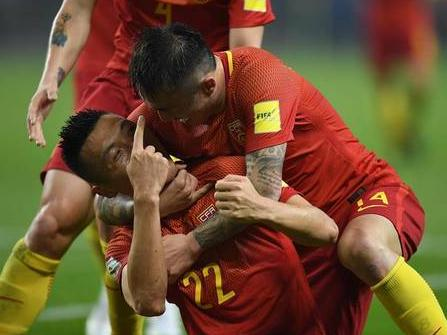 完败于国足,韩国球迷这样评价里皮与高洪波