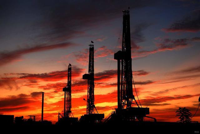 豪掷2400亿,拿下全球最大油田,产油国集体哭晕!
