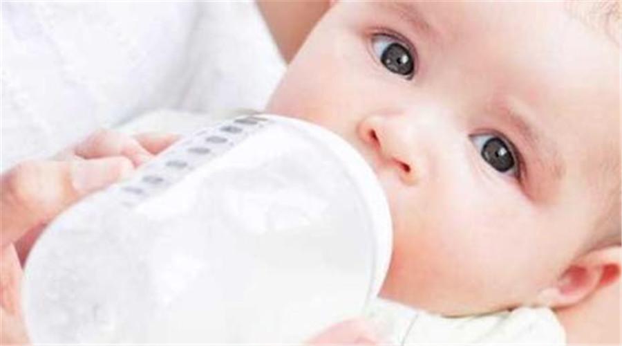宝宝多大适合喝牛奶?