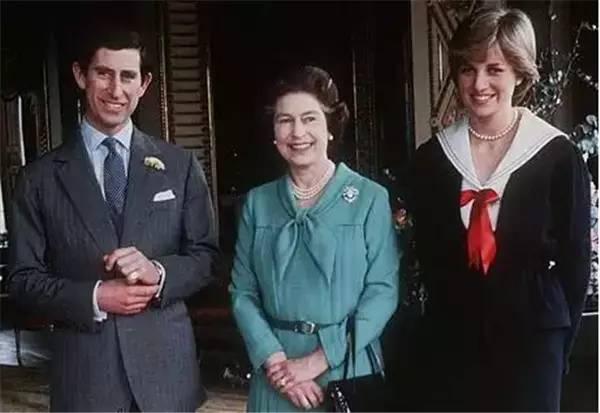 只是第二年,戴安娜王妃 因为一场车祸永远地离开了我们, 而查尔斯也