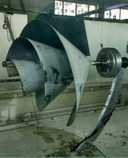 气动特性对雷诺数变化不敏感,并解释了原因;通过在s型风轮底端和顶端图片