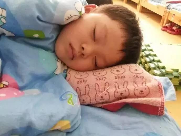 3.纠正,培养幼儿正确的睡姿
