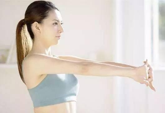 三焦   通过手臂疏通六条经络,有效给胸部做深层的吸放运动,能有效