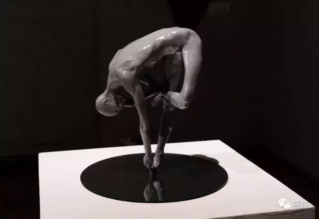练瑜伽当代抽象人物人体雕塑