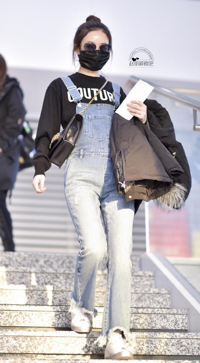 赵丽颖 机场街拍,爱的背带裤