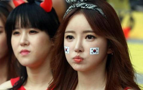 不过,作为一名中国球迷,看着韩国球员和球迷之间