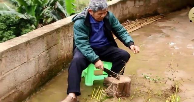 农村大爷钓鱼,用的东西全是竹子制,这手艺要失传!