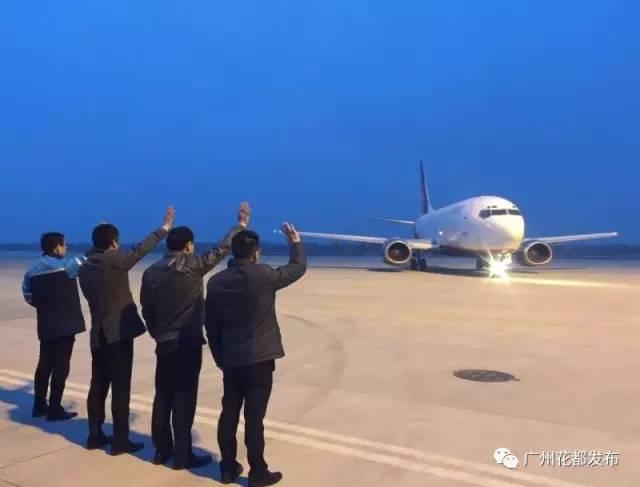 ▎江苏南通兴东机场内,龙浩航空公司的一架波音737飞机完成了紧张的