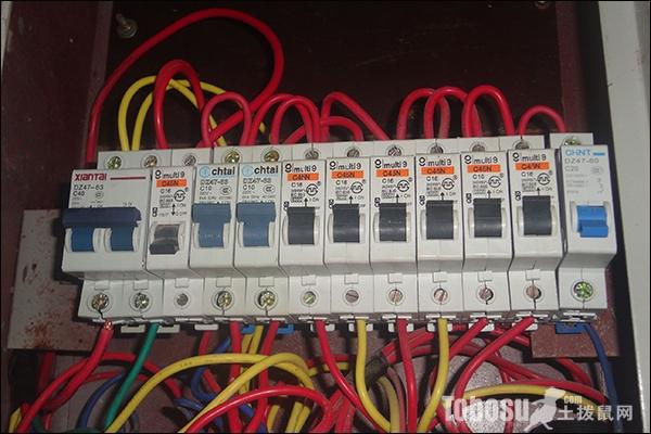 配电箱接线图怎么画它与电气原理图有什么不同