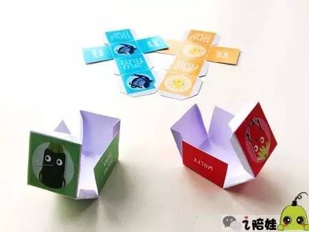 粘好后就是一个小正方体,一共有1个骰子和4个棋子.