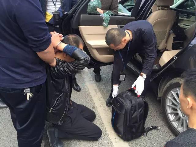 警方在普宁广达路抓捕3名涉毒犯罪嫌疑人