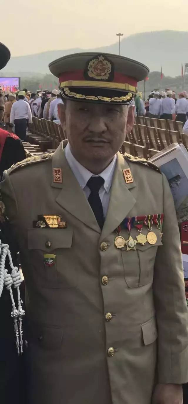兵仪式,国防军总司令敏昂莱检阅了海陆空三军10531名受阅官兵.魏