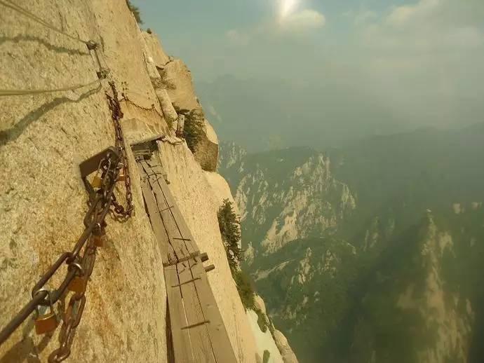 """比华山长空栈道还恐怖,被誉为""""全球最惊险步道"""""""
