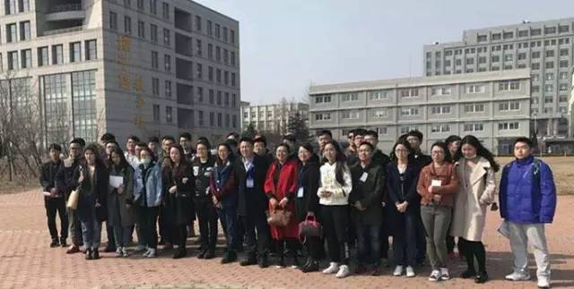 3月29日,在学生处老师的带领下,我校42名同学参加了我校与大连海洋