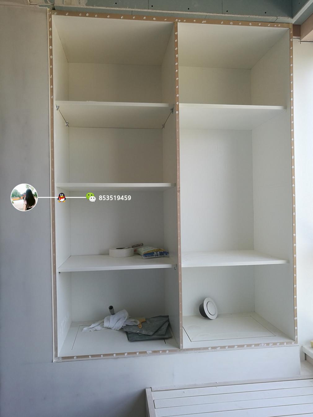 榻榻米一头的衣柜还没安装柜门,最底下一层还有暗格,看出来了没图片