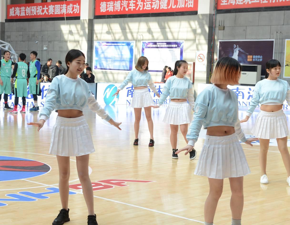 山东铝业职业学院啦啦队表演-南海万和杯 威海南海新区第三届篮球邀图片