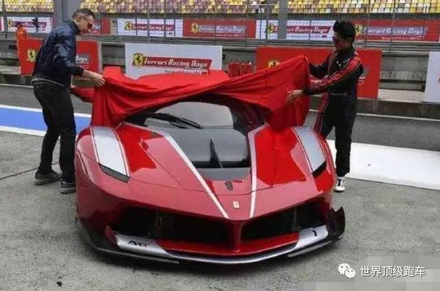 中国土豪明星花2250万买了一辆超跑,想要开却只能在赛道上