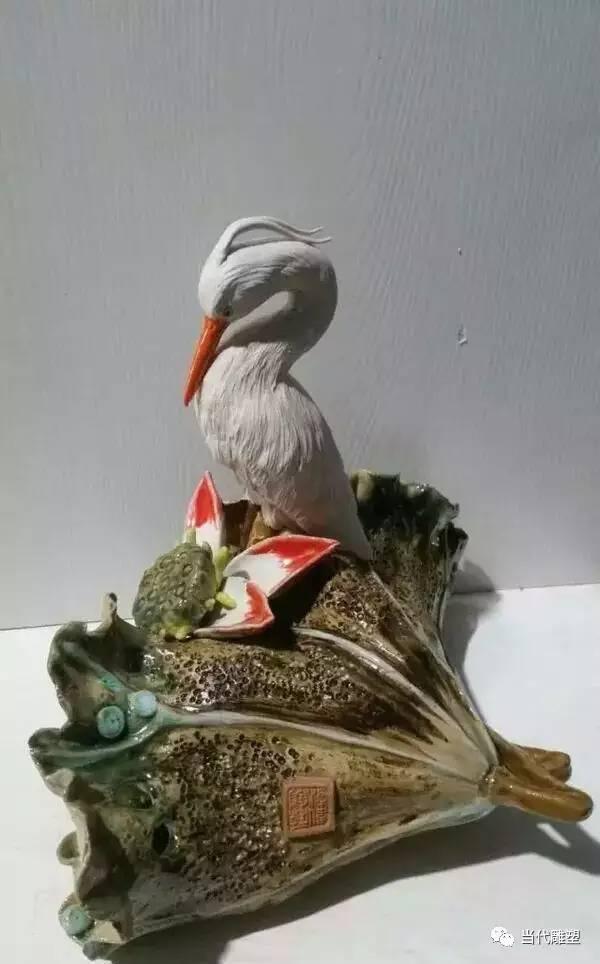 荷叶丹顶鹤陶瓷雕塑