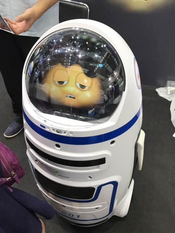 全国首例机器人伤人事件 进化者机器人小胖伤人