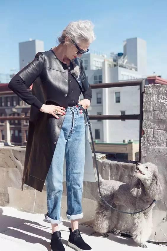 欧美性吧老妇野外干_时尚 正文  牛仔裤一直是随性洒脱的代表 也是人手n条的必备单品 外套